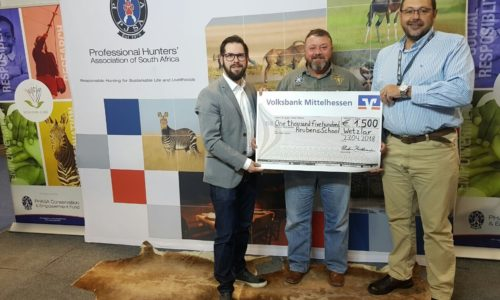 From left to right: Dirk Fehst, Minox Marketing & Area Sales Manager; Tony de Bruyn, PHASA Conservation and Empowerment Fund Vice-Chairman; Dries van Coller, PHASA President